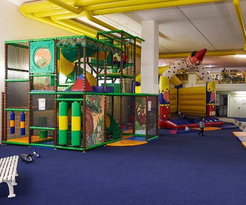 Indoorspielplatz Bärenhöhle In Arosa Famigros