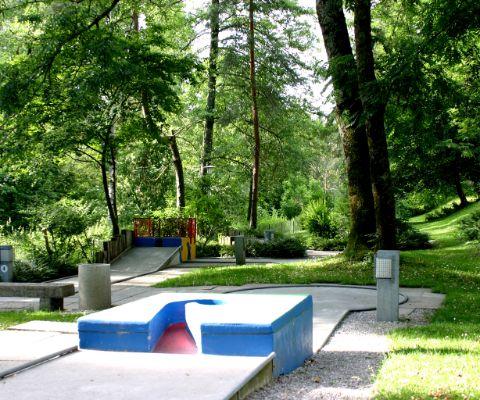 Mit Spielplatz Minigolfanlage Im Chreis Dübendorf Famigros
