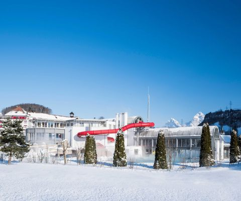 Winterliche Aussenansicht des Swiss Holiday Park in Morschach