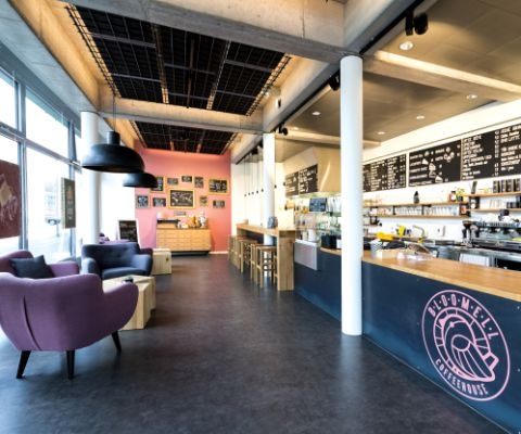 Interno del locale Bloomell Coffeehouse Olten con la lounge