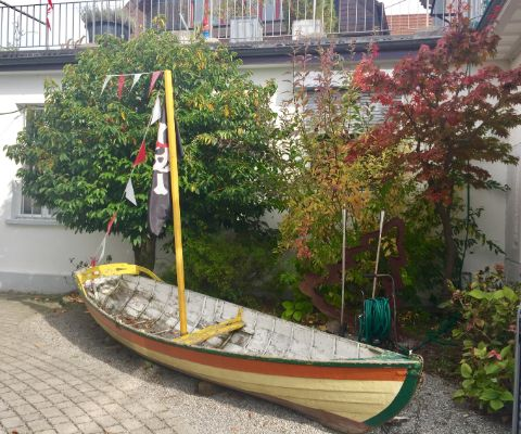 Kinderpiratenschiff in Gartenterrasse