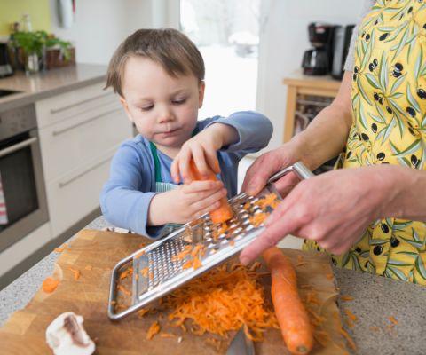 Cucinare con i bambini famigros - Cucinare coi bambini ...