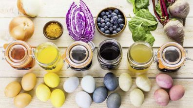Ingrédients pour colorer les œufs de Pâques