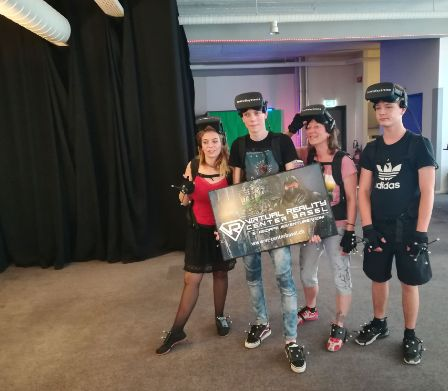 Familie im Virtual Reality Center in Basel