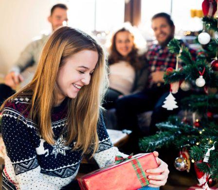 Regali Di Natale Belli.Acquistare O Realizzare Con Le Proprie Mani I Regali Di Natale Piu Belli Famigros