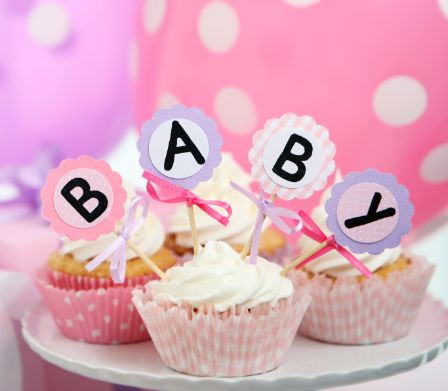 Decoration aus Muffins und Luftballons für Babyshower Party