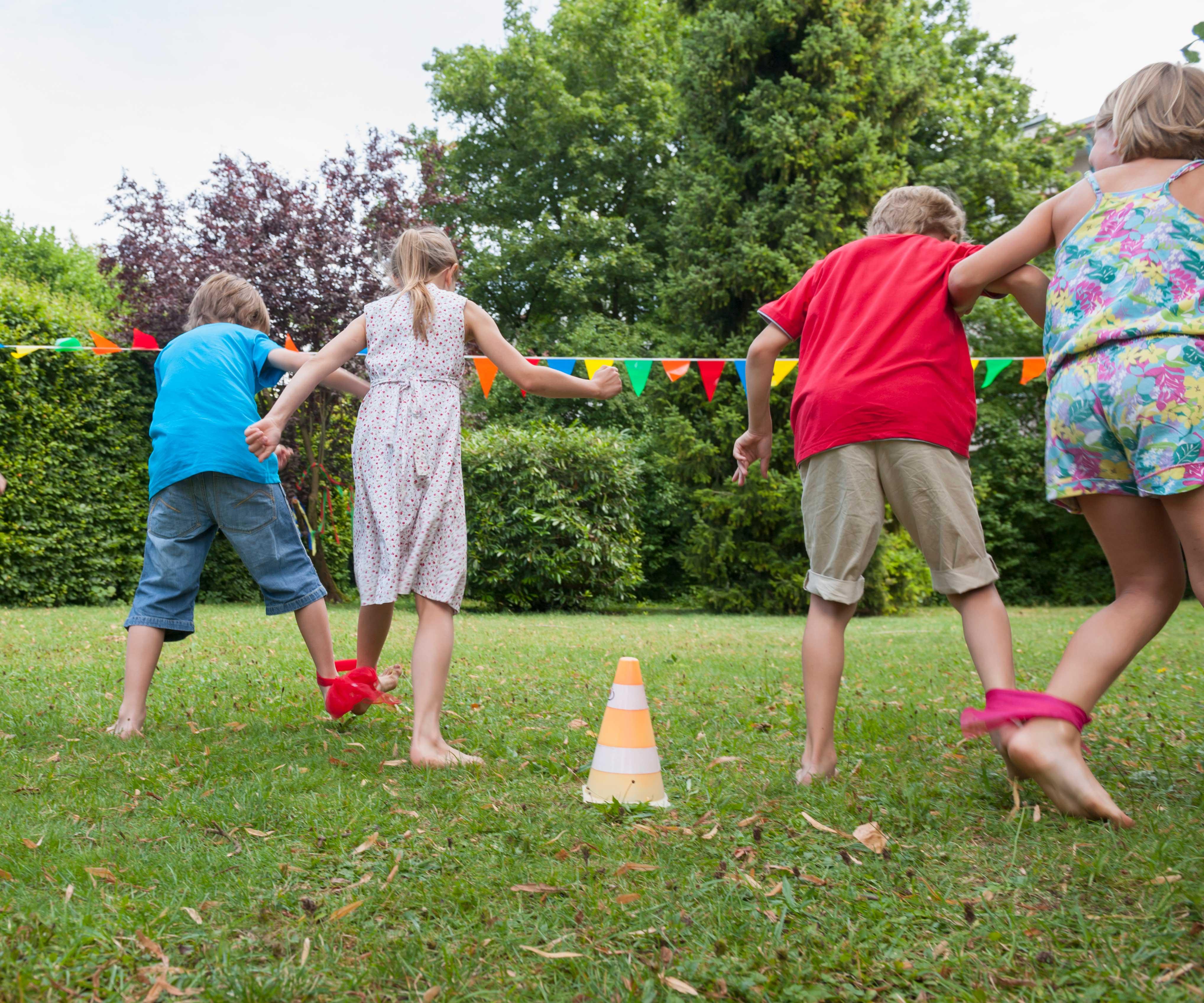 Giochi Da Fare In Giardino giochi all'aperto per le feste di compleanno | famigros