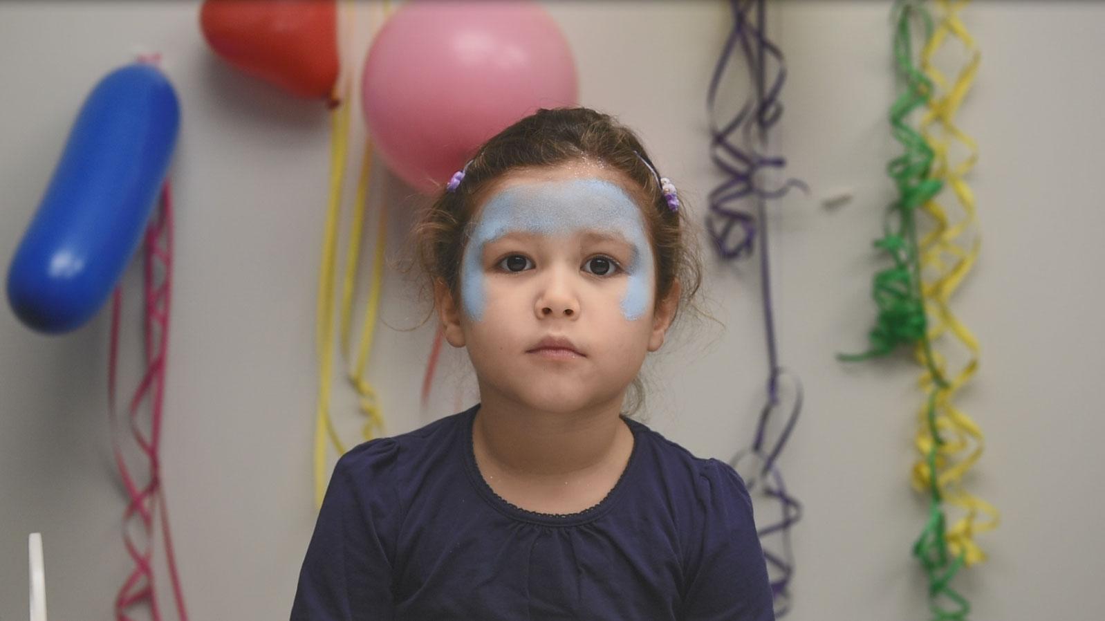 Videoanleitung Kinderschminken Eiskonigin Famigros